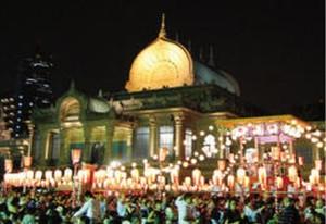 築地本願寺で7月29日から8月1日まで開催される「築地本願寺納涼盆踊り大会」。画像は過去の会場風景。