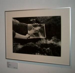 アートギャラリーエムハッシー(Art Gallery M84)で開催されている白岩登三靖の作品。 自然の中に、わざと別の写真を加工することで、自然のもつ面白さを表現して、遊びの世界に入ってしまう。